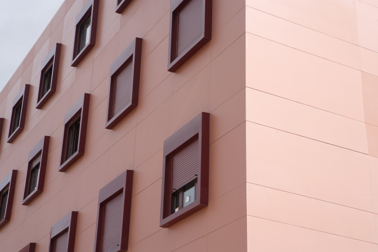 Neolith-Red-Windows-Facade-Trim